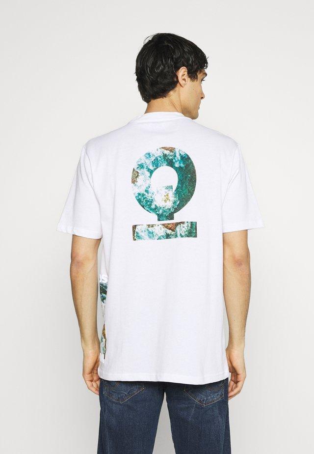 PHILIP - Print T-shirt - white
