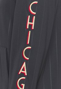 Nike Performance - NBA CHICAGO BULLS CITY EDITON THERMAFLEX FULL ZIP JACKET - Veste de survêtement - anthracite/black/white - 6