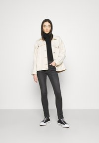 Tommy Jeans - NORA SKINNY ZIP - Jeans Skinny Fit - iris black - 1