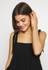 Lost Ink - PLEATED DETAIL BOW TIE CAMI - Blouse - black - 4