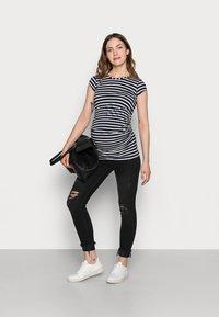 Envie de Fraise - KATIA - Print T-shirt - navy blue/off white - 1