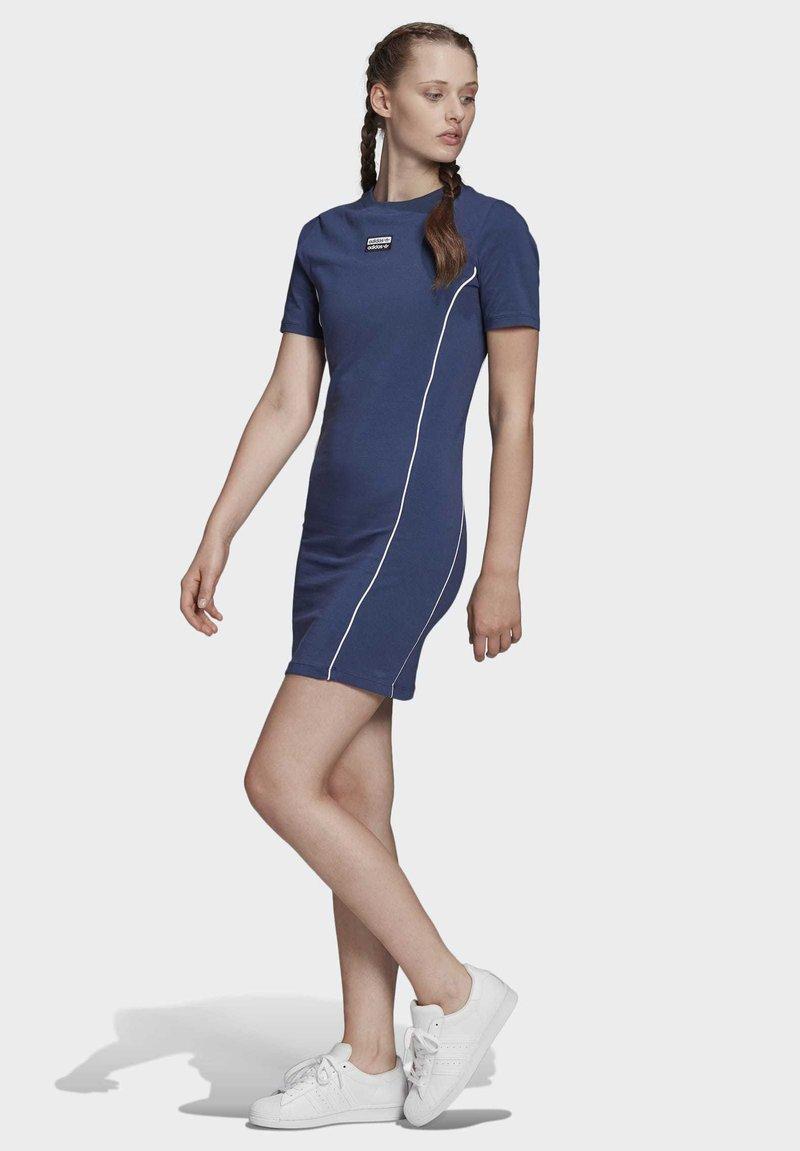 adidas Originals - TEE DRESS - Vestido de tubo - blue