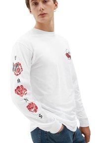 Vans - MN ROSE BED LS - Long sleeved top - white - 0
