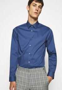 Tiger of Sweden - FILBRODIE - Formal shirt - garage blue - 5