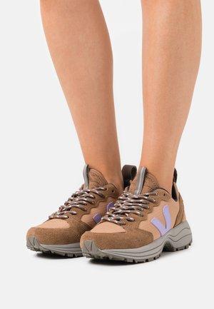 VENTURI - Sneakers laag - desert/lavande