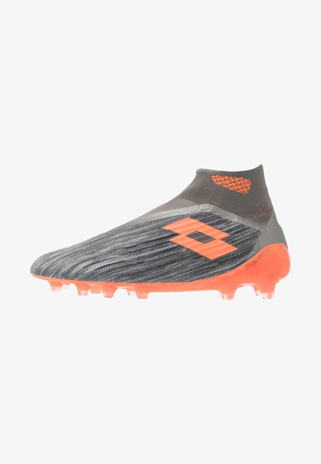 SOLISTA 100 III GRAVITY FG - Moulded stud football boots - cool gray/orange fluo/gravity titan