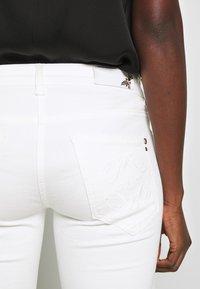 Patrizia Pepe - PANTALONI - Jeans Skinny Fit - bianco - 3