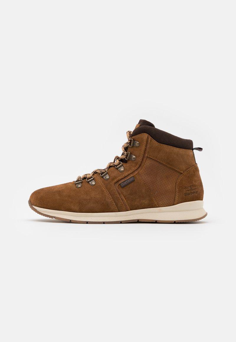 Barbour - MILLS - Šněrovací kotníkové boty - rust