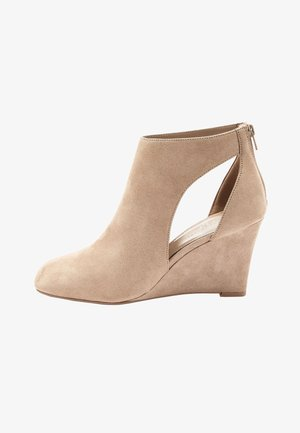 FOREVER COMFORT® SQUARE TOE - High heeled ankle boots - sand