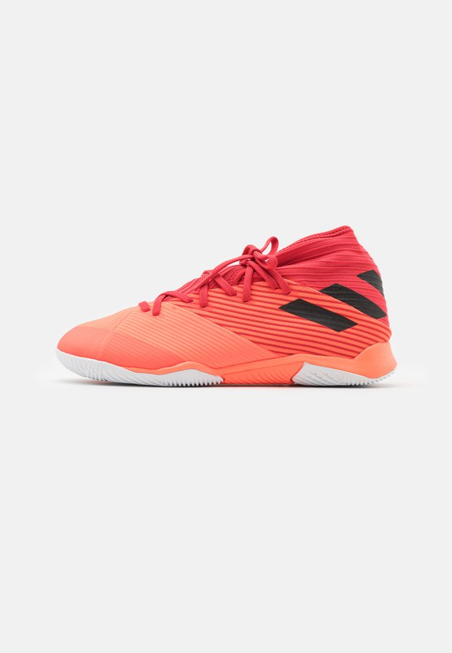 NEMEZIZ 19.3 FOOTBALL SHOES INDOOR - Halové fotbalové kopačky - signal coral/core black/glory red