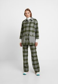 Hope - WALK TROUSER - Pantalones - green - 2