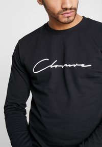 CLOSURE London - SCRIPT CREWNECK TRACKSUIT - Trainingsanzug - black - 8