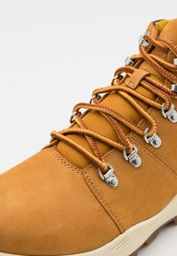Timberland - BROOKLYN HIKER - Sneakers alte - wheat - 5