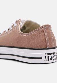 Converse - CHUCK TAYLOR ALL STAR UNISEX - Trainers - desert dust - 4