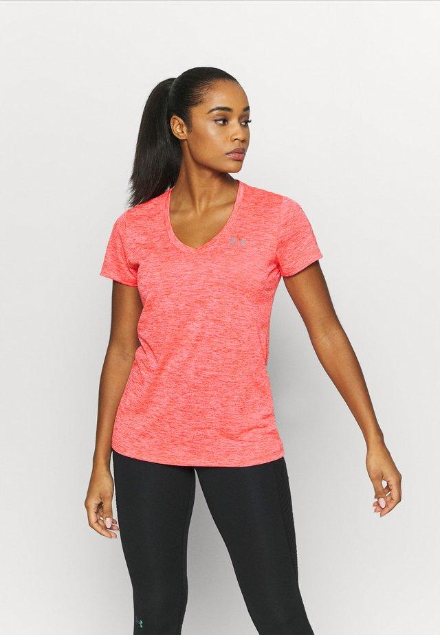TECH TWIST - T-shirt imprimé - beta tint
