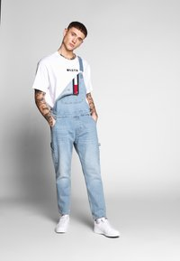 Tommy Jeans - DUNGAREE - Latzhose - light-blue denim - 1