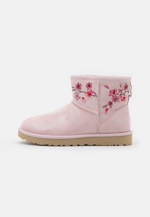 CLASSIC MINI BLOSSOM - Classic ankle boots - seashell pink