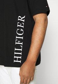 Tommy Hilfiger - SMALL LOGO TEE - Print T-shirt - black - 5