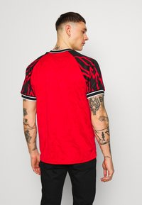 Nike Sportswear - TREND TOP EVIL - T-shirt con stampa - university red - 2