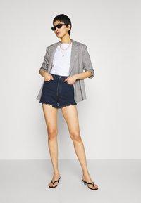 Levi's® - RIBCAGE - Shorts di jeans - charleston blue black - 1