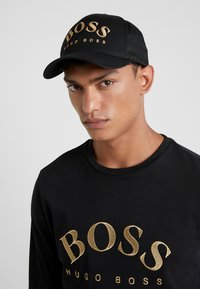 BOSS - CURVED - Keps - black/gold - 1