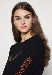 Nike Sportswear - TEE WORLDWIDE - Long sleeved top - black - 3