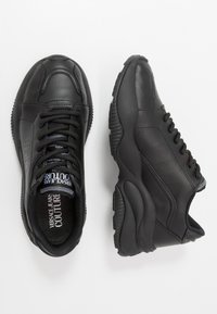 Versace Jeans Couture - Sneakers basse - black - 1