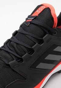 adidas Performance - TERREX AGRAVIC TR GTX - Obuwie do biegania Szlak - core black/grey four/solar red - 5