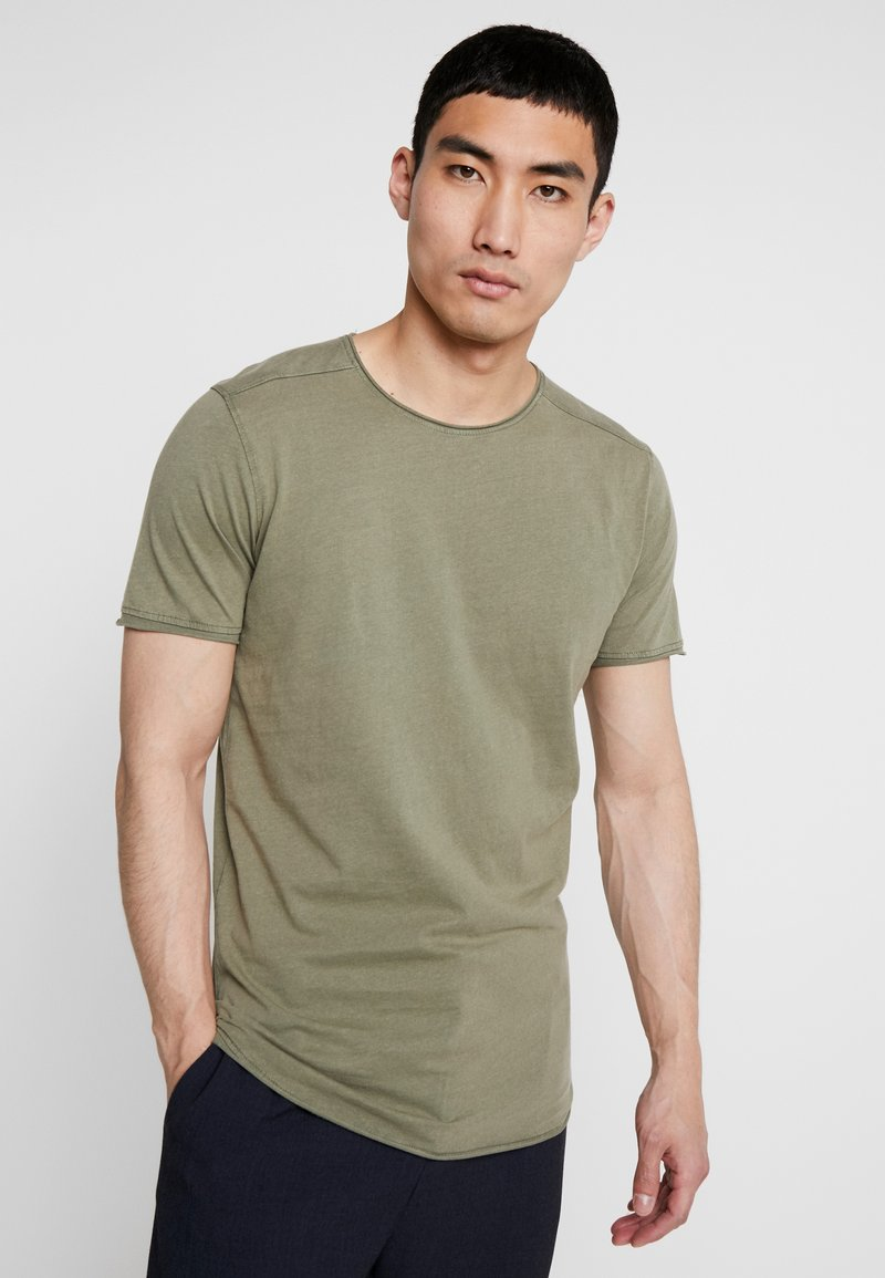 Jack & Jones - JORPEAKS TEE CREW NECK - T-shirt - bas - dusty olive