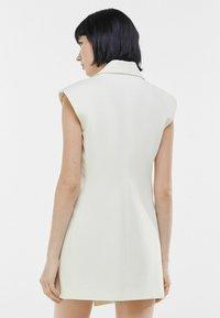 Bershka - ELEGANTES - Waistcoat - white - 2