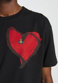 Vivienne Westwood - HEART CLASSIC - Print T-shirt - black - 9