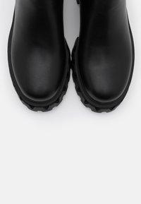 Koi Footwear - VEGAN SENTRY - Bottes à plateau - black - 5