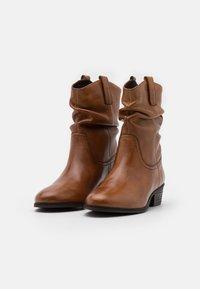 Steven New York - ADELINE - Kovbojské/motorkářské boty - cognac - 2
