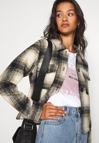 ONLY - ONLLOU CHECK JACKET - Summer jacket - pumice stone/black - 3