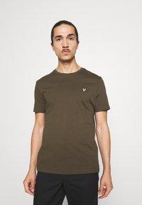Lyle & Scott - PLAIN - T-shirt - bas - olive - 0