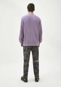 PULL&BEAR - Jumper - mottled purple - 2