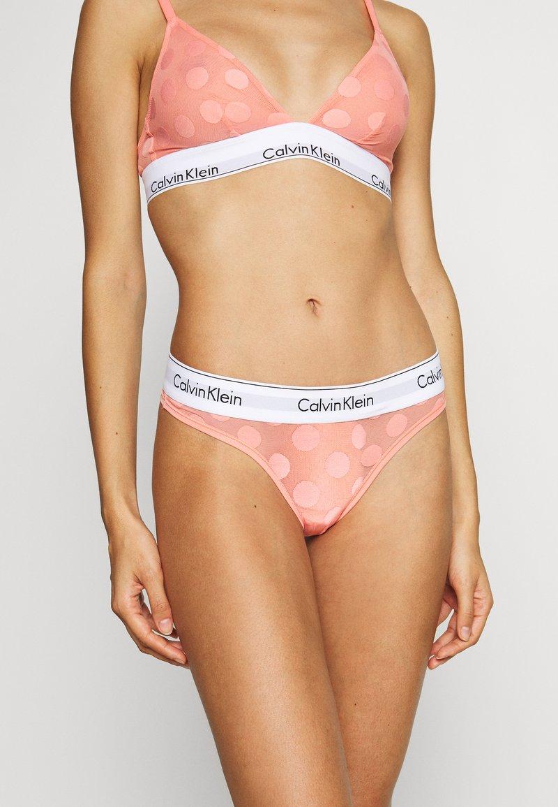 Calvin Klein Underwear - MODERN DOT THONG - String - gerbera daisy
