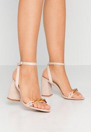 GIANNI - Sandály na vysokém podpatku - nude