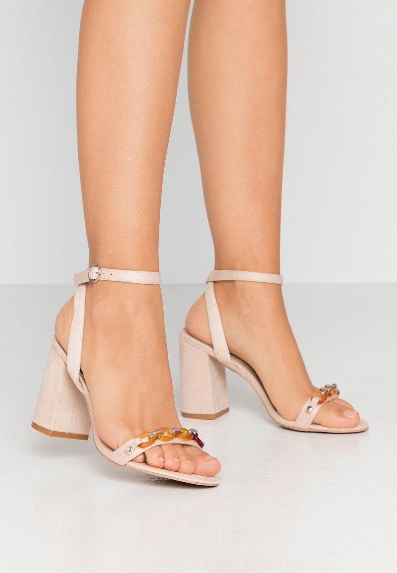 RAID - GIANNI - Sandály na vysokém podpatku - nude