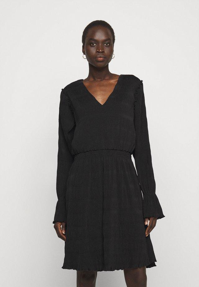 RICA PLEAT DRESS - Robe d'été - black