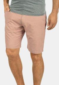Solid - CHINOSHORTS THEMENT - Shorts - light pink - 0