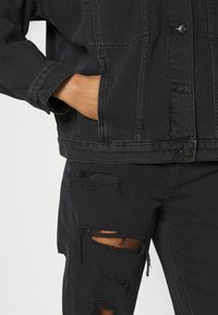 Monki - BONNIE JACKET - Denim jacket - black dark - 4