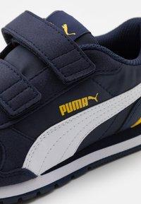 Puma - ST RUNNER V2 - Trainers - peacoat/white/dandelion - 5