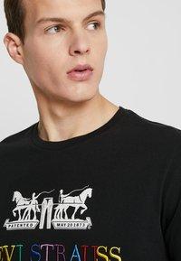 Levi's® - 2 HORSE GRAPHIC TEE - Print T-shirt - black - 3