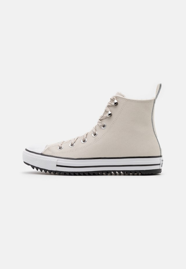 CHUCK TAYLOR ALL STAR MC WATER-RESISTANT - High-top trainers - light orewood brown/black/white