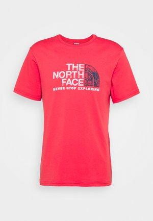RUST TEE  - Camiseta estampada - rococco red