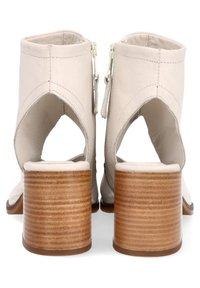 MJUS - Ankle cuff sandals - panna - 3