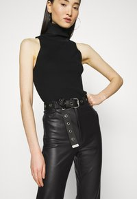 KENDALL + KYLIE - STRAIGHT PANTS - Trousers - black - 3