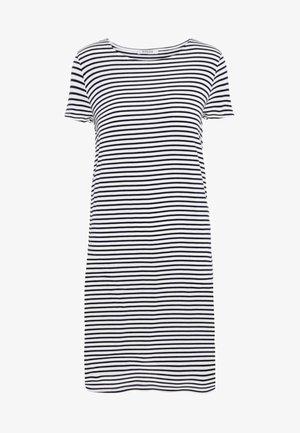 PCBILLO SS DRESS NOOS - Žerzejové šaty - light grey