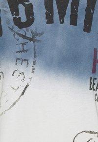 Key Largo - Print T-shirt - derby blue - 5